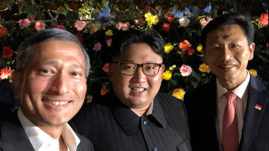 Supreme selfie: Kim Jong-un flashes cheesy grin as he tours Singapore before Trump summit (PHOTO)