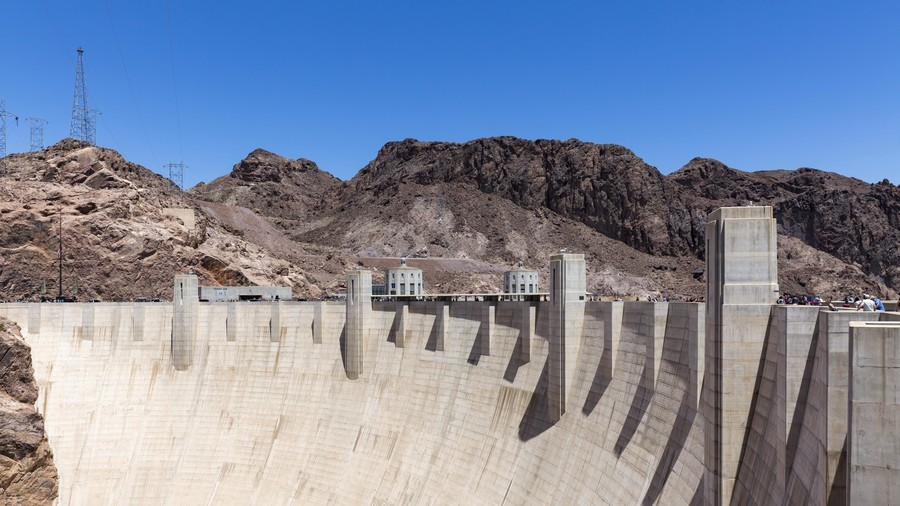 Man 'with gun' blocks Hoover Dam bridge near Las Vegas