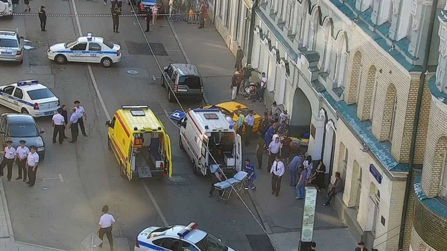 Taxi driver loses control & accidentally drives into crowd in Moscow (VIDEO)