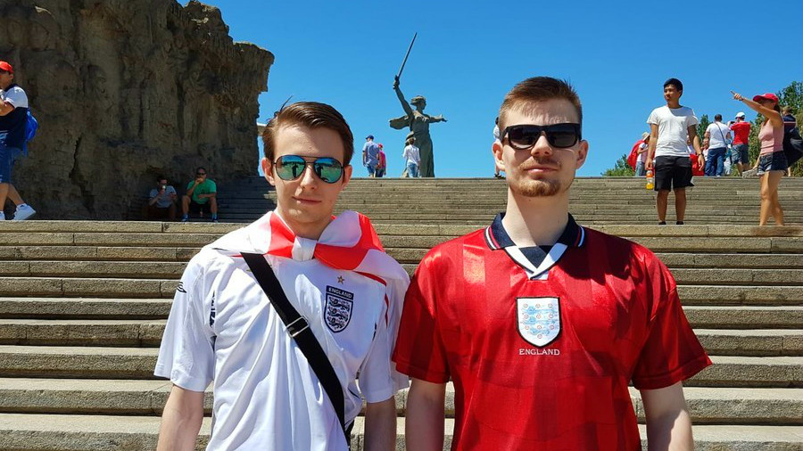 'Aware of its significance' – England fans pay respects at WWII memorial, win friends in Volgograd