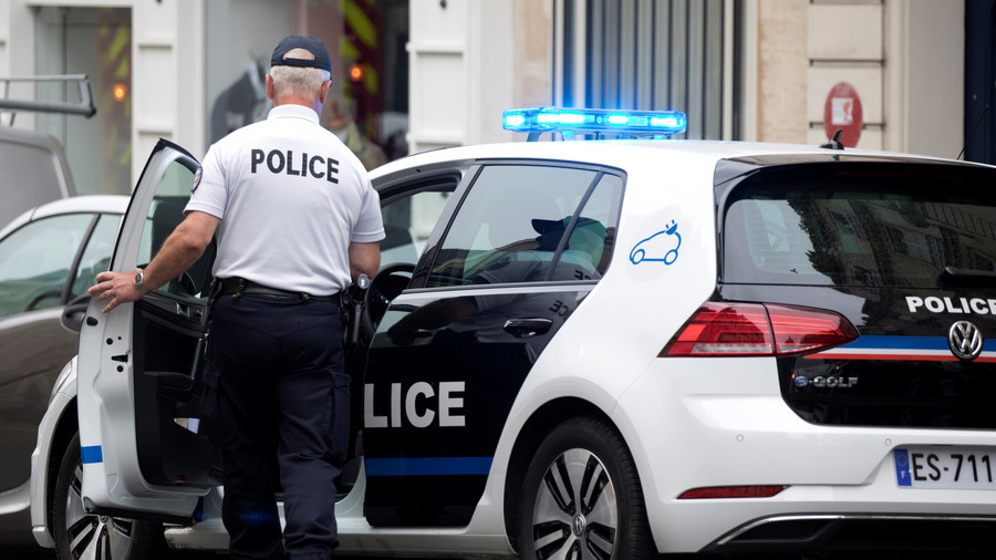 French police arrest knife-wielding man shouting 'Allahu Akbar' - report