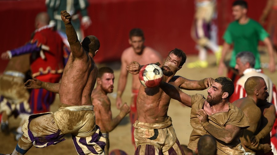 Fighting football: Italy's oldest game of soccer looks like a mass brawl (VIDEO)