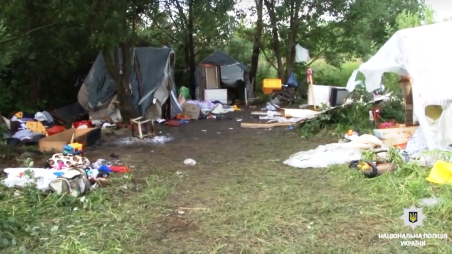 Masked neo-Nazis attack Roma camp with knives in deadly late night raid in Lvov, Ukraine