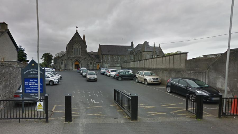 'Ill priest' plows car into pedestrians outside Dublin church (VIDEO)