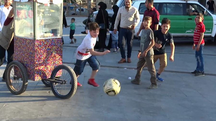 Aleppo's World Cup fever: Restored Syrian city cafes overrun by football fans (VIDEO)