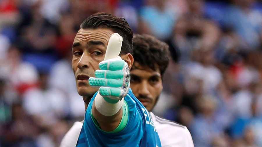 Egypt 'keeper El Hadary becomes oldest-ever World Cup player, makes incredible penalty save