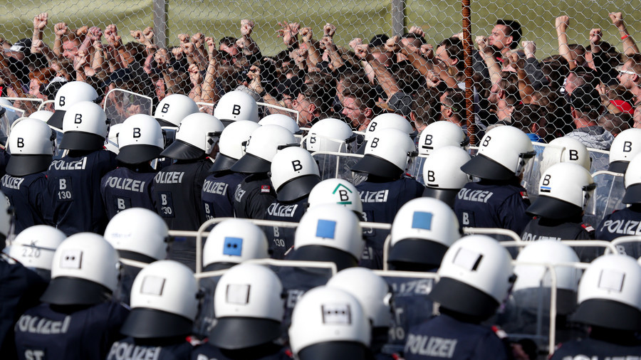 Helicopters, 100s of Austrian soldiers & police officers take part in migrant 'deterring' drills