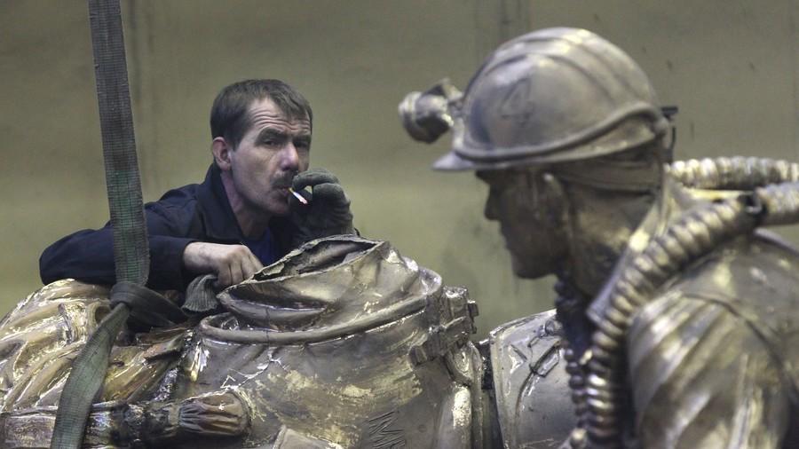 Flamboyant nationalist leader calls for ban on 'tobacco-smoking monuments'