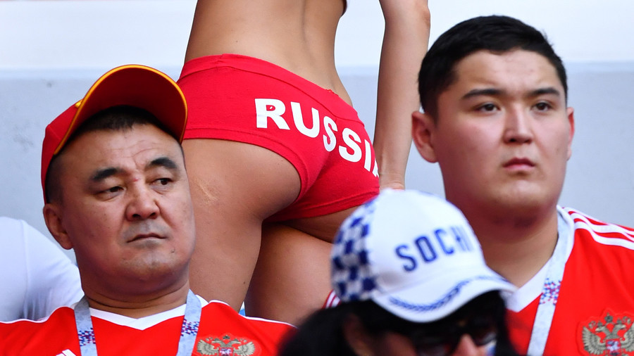 'Time of whores'?! Rabid article shaming Russian girls for romancing World Cup visitors sparks fury