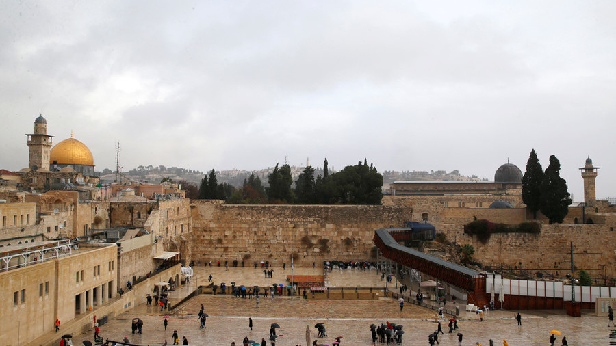 Belgian model spices up Jerusalems Western Wall with nude