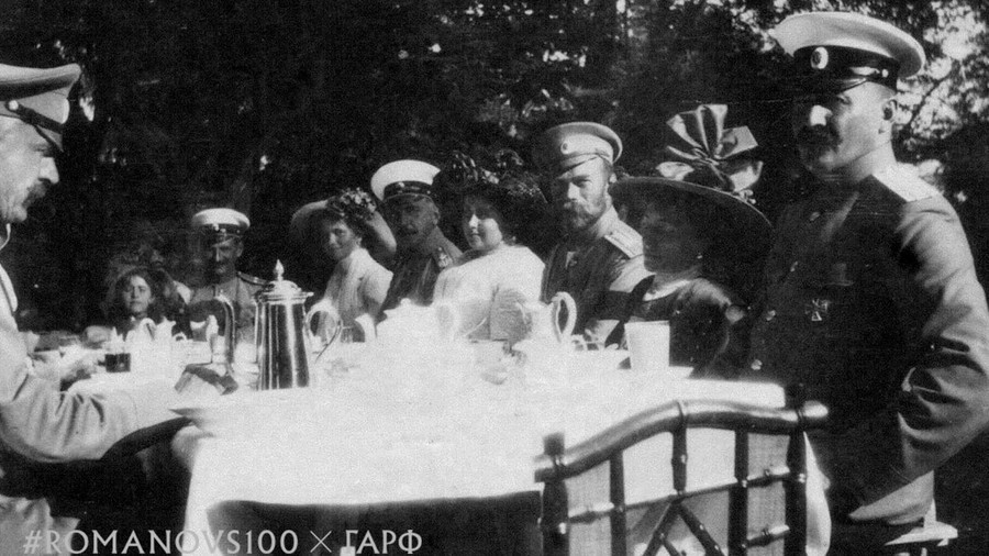 Tsar's seaside picnic: New #Romanovs100 trailer reconstructs century-old photo from Crimea (VIDEO)