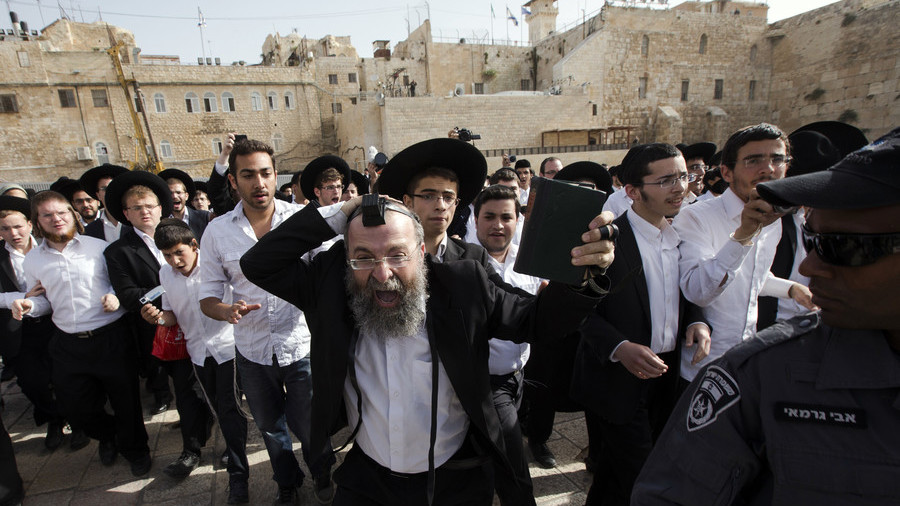 Belgian visitors nude Western Wall photoshoot causes