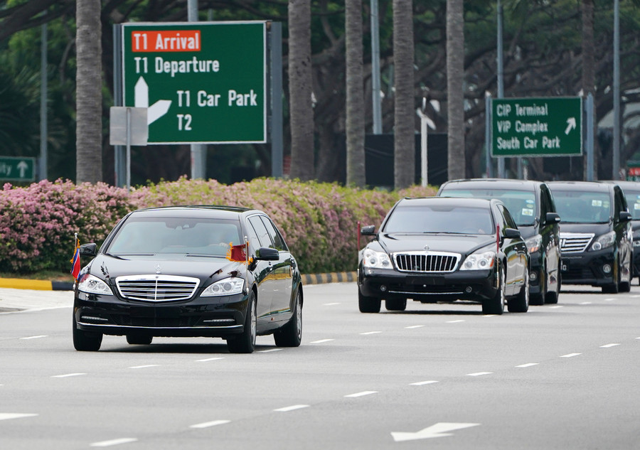 Kim in limo? Massive convoy presumably carrying N. Korean leader rolls through Singapore (VIDEO)
