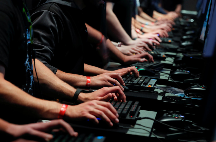 'Limit it severely!' Ex-hacker & psychologist clash on PC games after 9yo girl put in rehab (VIDEO)