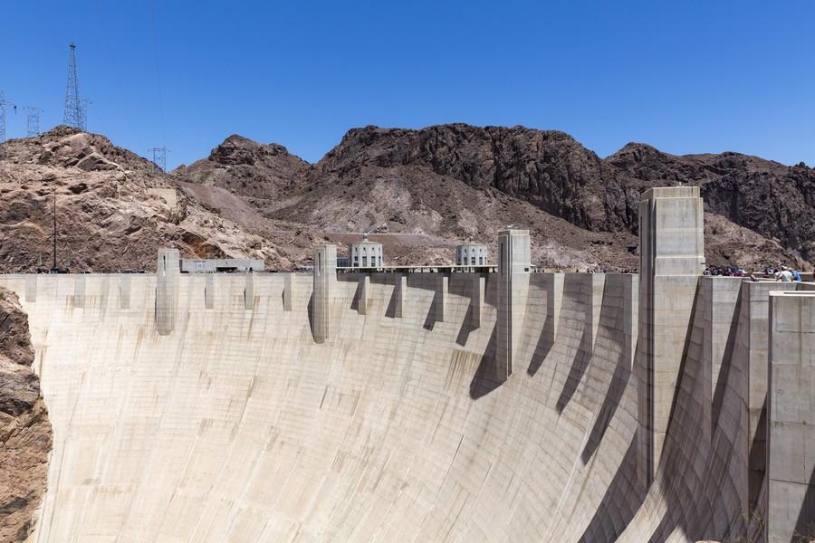 Man 'with gun' blocks Hoover Dam bridge near Las Vegas