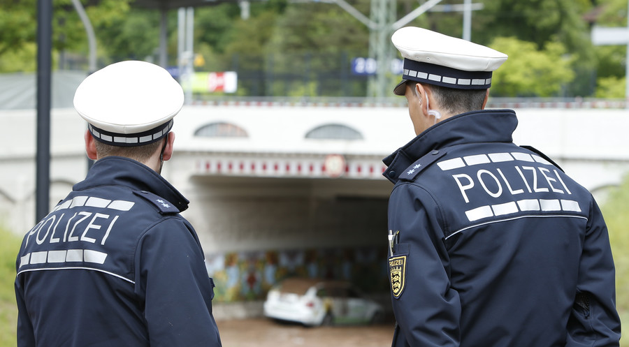 Gotcha! German police stage bloody car accident to test morality of motorists (VIDEO)