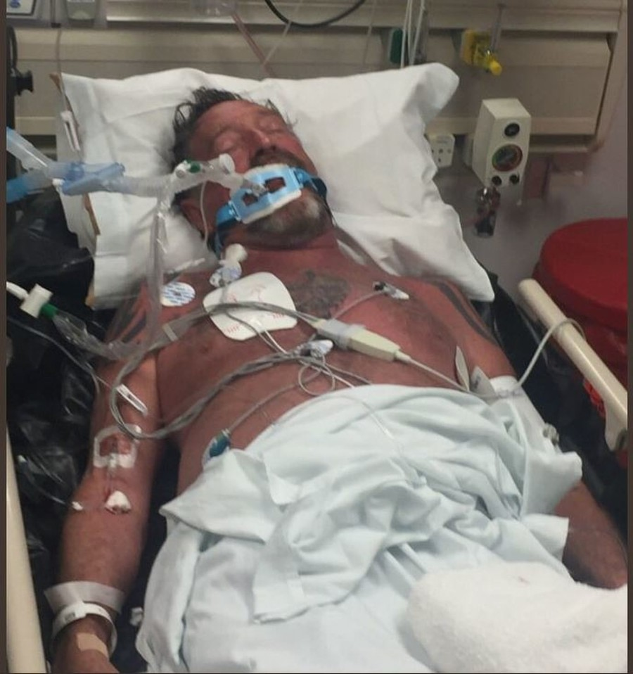'Incompetent enemies': John McAfee blasts 'poisoning' attempt from his hospital bed (PHOTOS)
