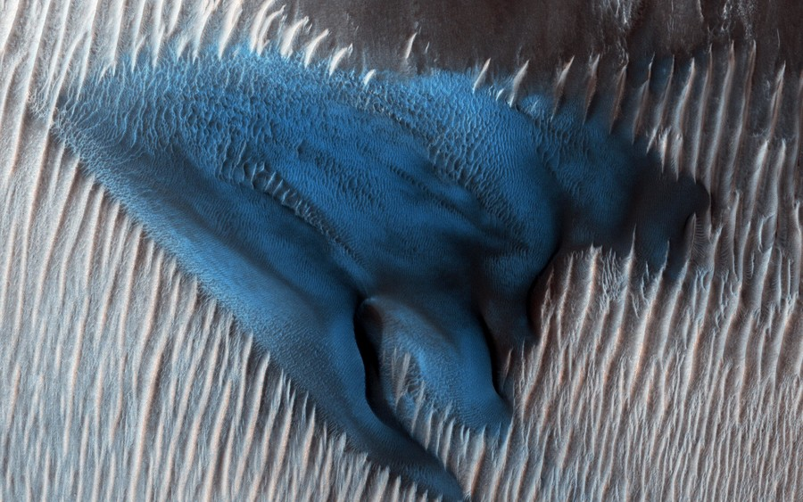 'Once in a blue dune': NASA shares striking image of Martian crater