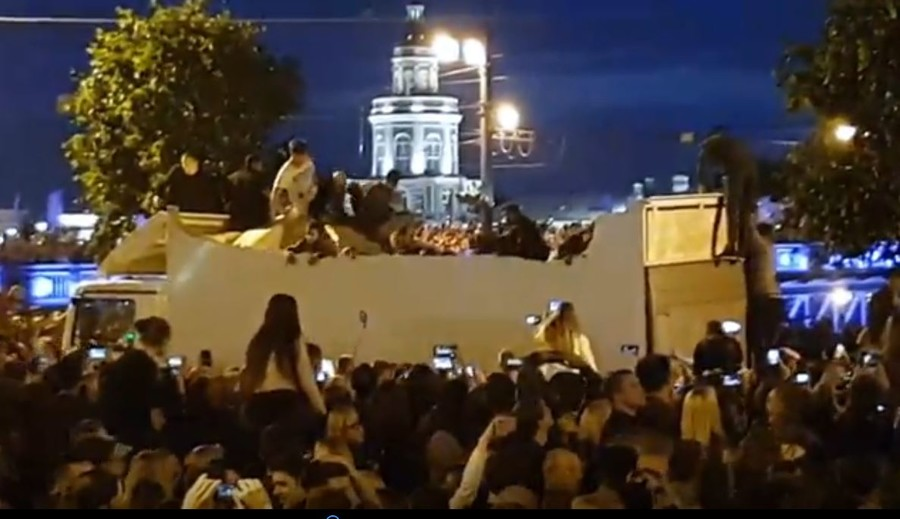 Dozens plunge into truck as roof collapses during fireworks display (VIDEO)