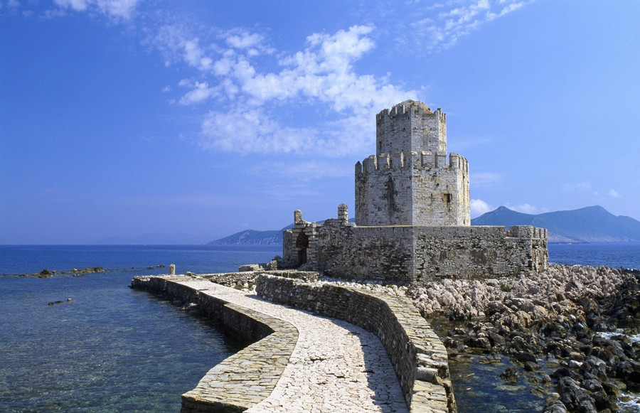 5.5-magnitude earthquake hits off coast of southern Greece