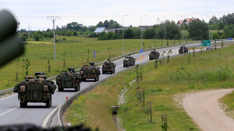 US forces convoy rides to Suwalki direction near Augustow, Poland, June 17, 2017 © Ints Kalnins