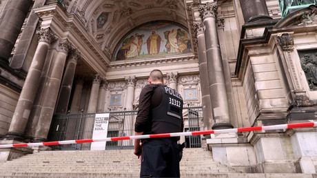 Police shoot 'rampaging' man at Berlin Cathedral (VIDEO)
