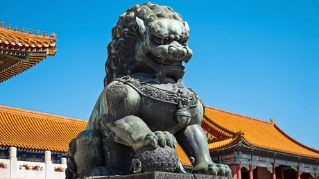 Lion statue in Beijing, China  © Huebner/Vogler