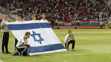 FILE PHOTO: Hungarian youths hold an Israeli flag before the start of friendly match between Hungary and Israel, August 15, 2012 © Laszlo Balogh