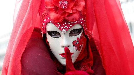 A masked reveller poses during the Venice Carnival © Tony Gentile