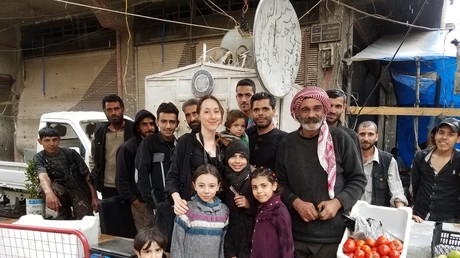 The author with Douma residents © Eva Bartlett