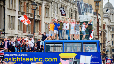 'Free Tommy' supporters storm a bus near Trafalgar Square © Cliff Hide/Global Look Press