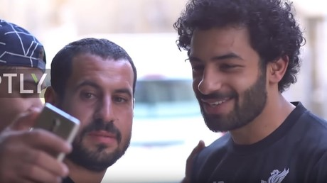 'He reads the Koran, me too!' Iraqi Mo Salah doppelganger greets fans in Baghdad (VIDEO)