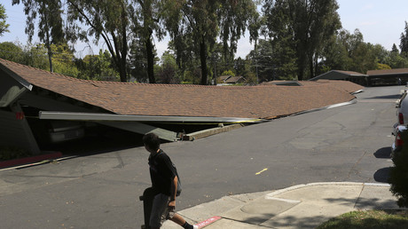 Aftermath of magnitude 6.0 earthquake in Napa, California, 2014 © Robert Galbraith
