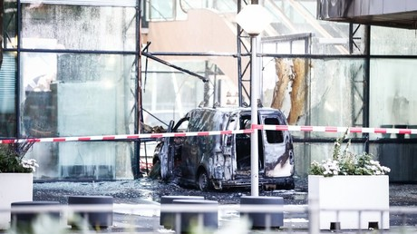 Car rams into top Dutch newspaper headquarters causing massive fire (PHOTOS)