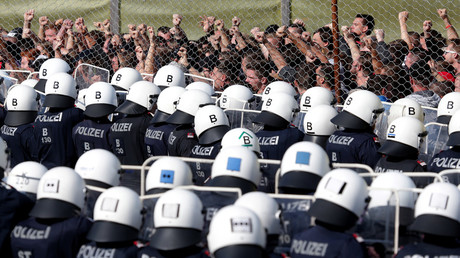 Helicopters, 100s of Austrian soldiers &police officers take part in migrant 'deterring' drills