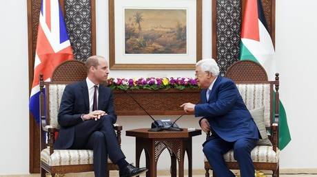 Prince William (L) sits down with Palestinian President Mahmud Abbas in the West Bank city of Ramallah © Shadi Hatem/Global Look Press