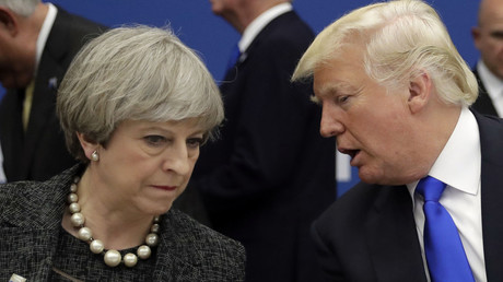 Donald Trump (R) speaks with British Prime Minister Theresa May at a working dinner meeting at the NATO in Brussels, on May 25, 2017. © Matt Dunham