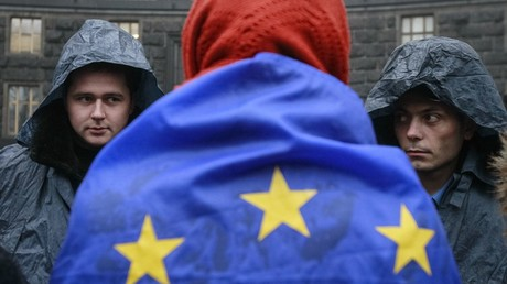 A protester attends a rally to support EU integration as police stand guard in Kiev © Gleb Garanich