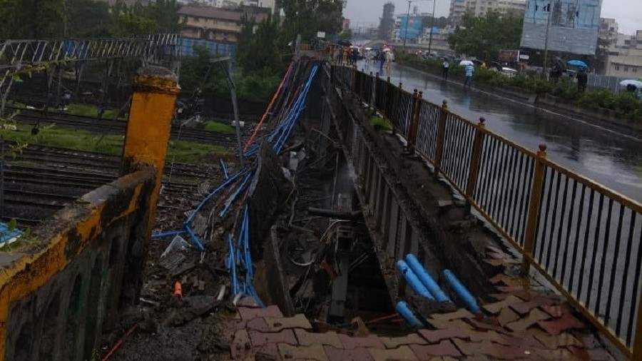 Pedestrian bridge collapse at Mumbai train station injures 5