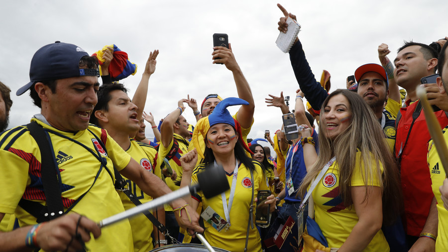 Colombians turn Moscow yellow ahead of World Cup game with England (VIDEOS)