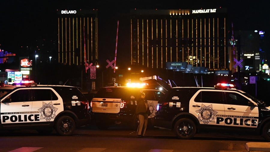 'Hesitating' police officer's response to Mandalay Bay massacre under review (VIDEO)