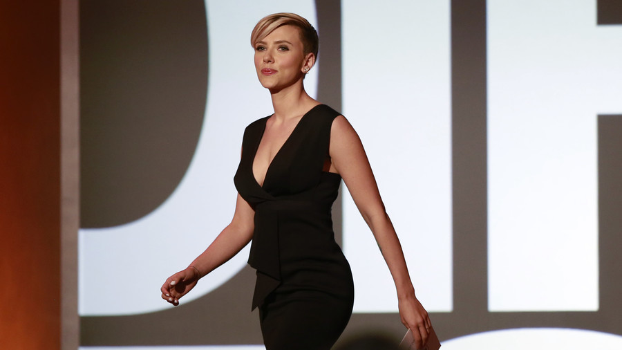 Scarlett Johansson criticised for taking on trans role