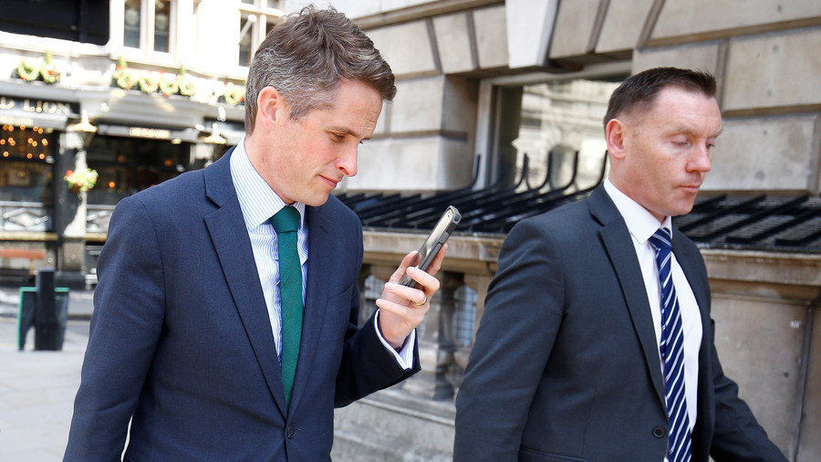 You cannot be Siri-ous: UK defense minister suffers bizarre iPhone interruption in Commons (VIDEO)