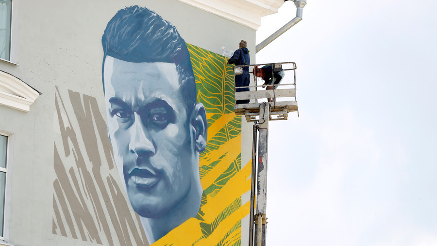 'What are you facing up to me for pal?' Neymar reacts to his gigantic mural in Kazan