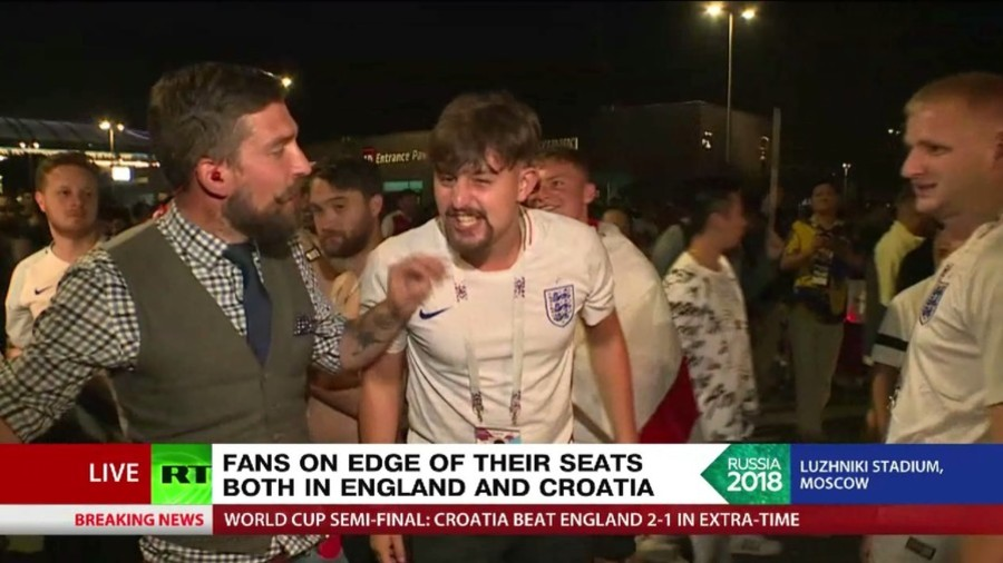 F-bombing & middle-finger showing England fans interrupt RT broadcast (VIDEO)