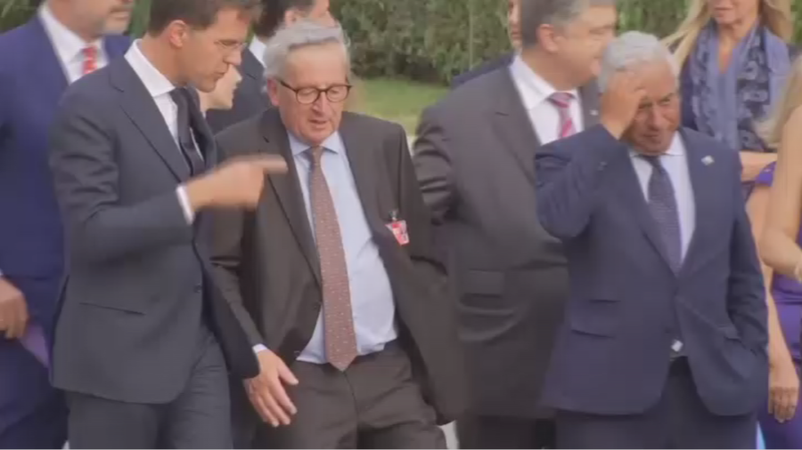 Stumbling Juncker helped by leaders before Nato gala dinner