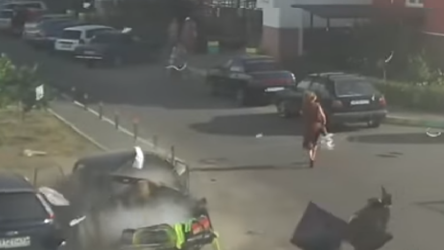 Woman narrowly escapes gas canister explosion in southern Russia (VIDEO)