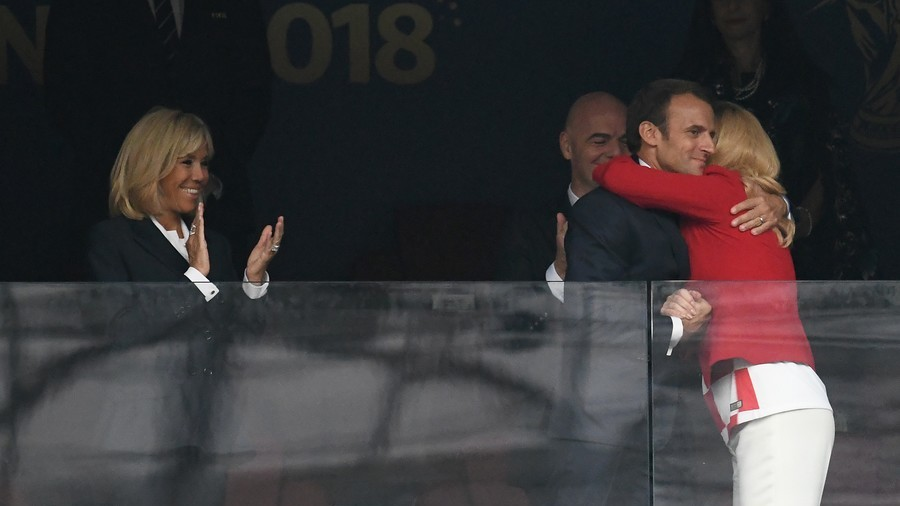 French and Croatian heads of state greet each other before World Cup Final (PHOTOS)