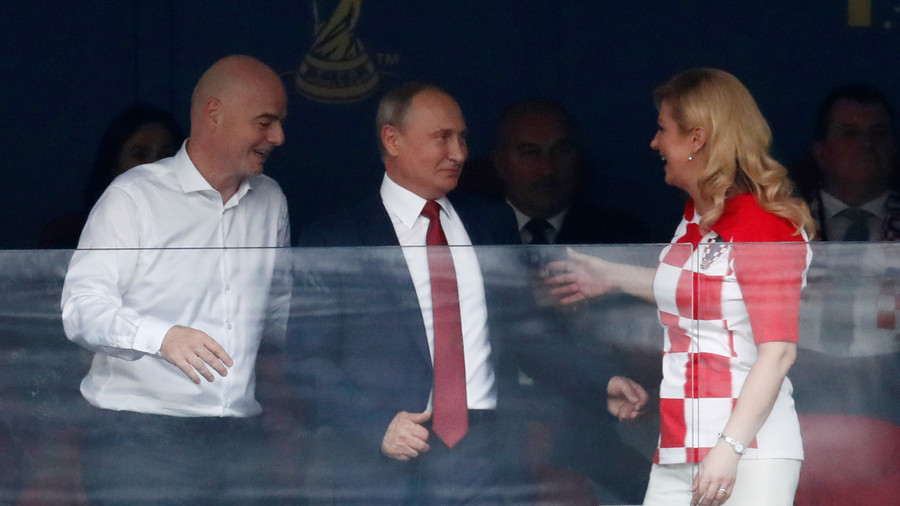 Putin pictured with Croatian president at World Cup final (PHOTOS)