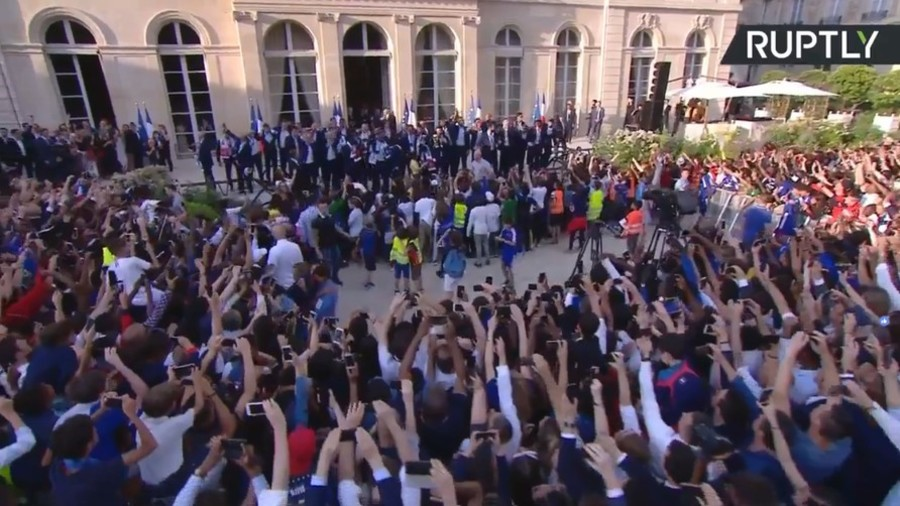 Macron hosts French World Cup winners at Elysee Palace (VIDEO)